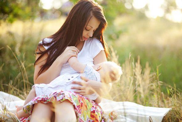 Кормление грудью малыш